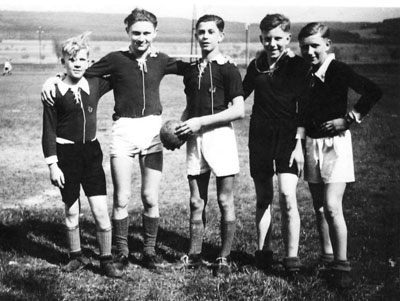 http://www.sv-erlenbach.de/wp-content/uploads/2019/02/1938_5-Fußballer.jpg